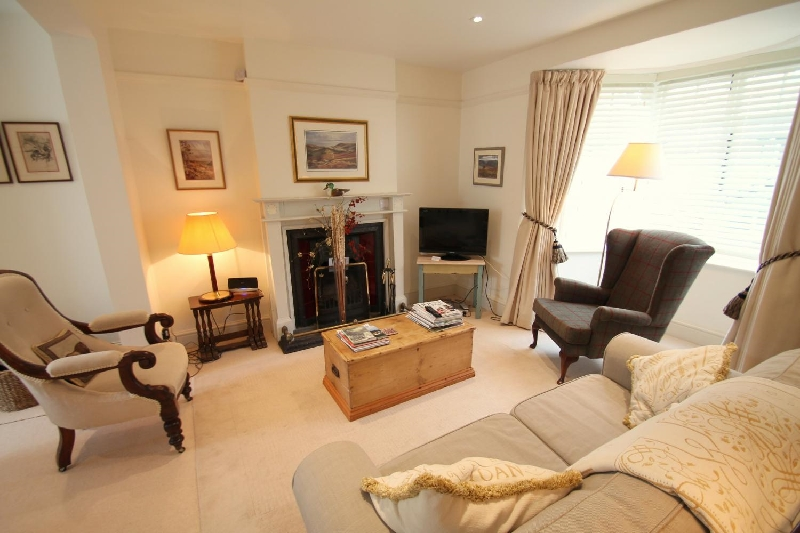 Click here for more about No 4 Lowerbourne