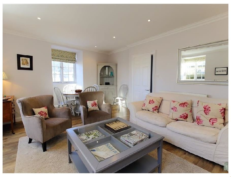 Click here for more about Circus House Apartment